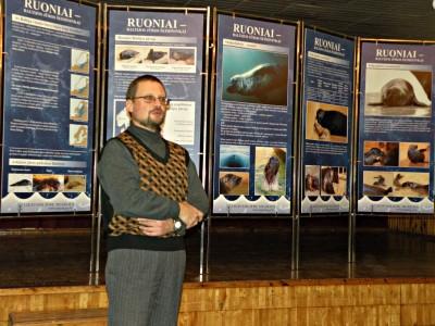 Jūrų paukščių ir žinduolių sk. vedėjas, Arūnas Grušas pristato parodą